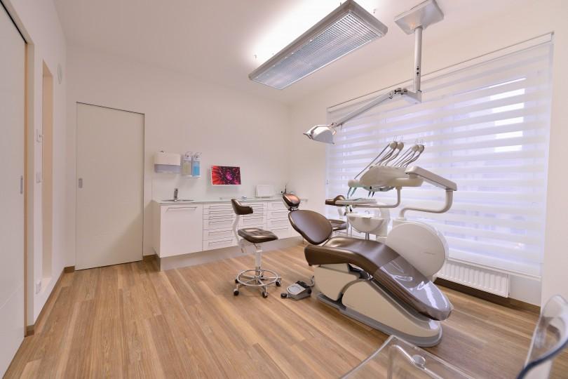 Zahnarzt Ordination DDr. Sabine Pfaffeneder-Mantai in Wr. Neustadt - Behandlungsraum Nr. 1 - 2