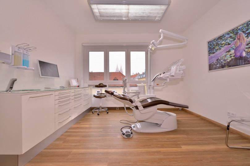 Zahnarzt Ordination DDr. Sabine Pfaffeneder-Mantai in Wr. Neustadt - Behandlungsraum Nr. 1 - 4