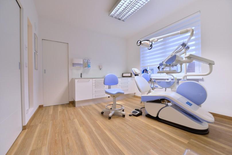 Zahnarzt Ordination DDr. Sabine Pfaffeneder-Mantai in Wr. Neustadt - Behandlungsraum Nr. 2 - 1